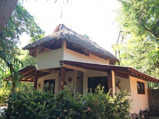 Carlo Scuba: Los bungalos donde se puede dormir con AC y muy limpio y lindo