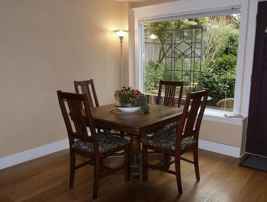 A Suite @ Kitsilano Cottage: Dining Room With Lush Garden View