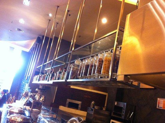 Gumaya Tower Hotel Semarang: Cascade International restaurant