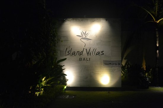 Bali Island Villas & Spa: Villa Entrance