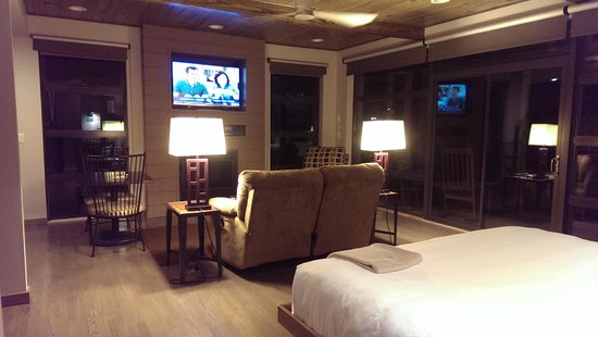 Iris Inn: Living Area