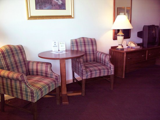 Americas Best Value Inn - St. Albans / South Charleston: Seating area