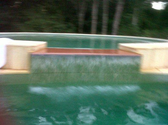 Yvy Hotel de Selva: solarium de la piscina