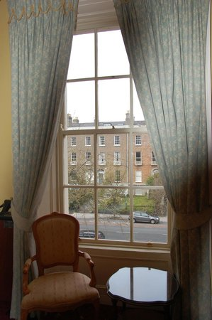 Waterloo House: Curtains can be pulled to block light