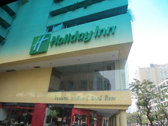Holiday Inn Bangkok Silom: Hotel from across the street