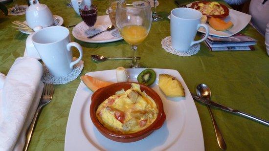 Gite le Roupillon B&B: Déjeuner - Omelette soufflée