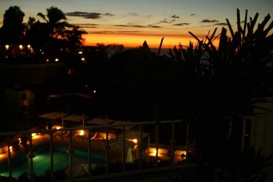 Grand Miramar All Luxury Suites & Residences: Long sunsets from room balcony