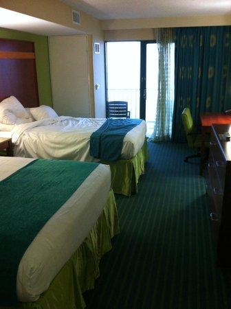 Holiday Inn & Suites North Beach : Oceanview room