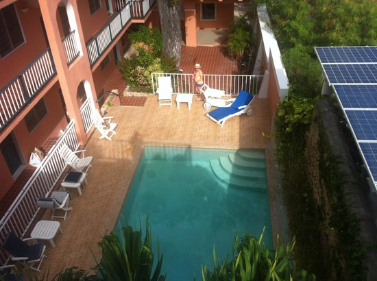 Company House Hotel: View of pool from the deck