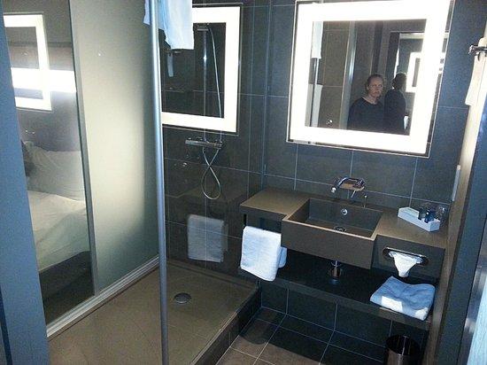 Novotel London Tower Bridge: Bathroom