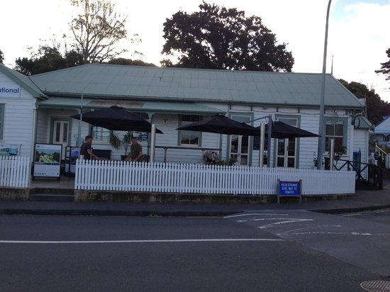 1904 Cafe : Picket Fence up & Looks terrific