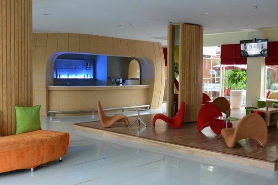 Ibis Styles Yogyakarta: Lobby