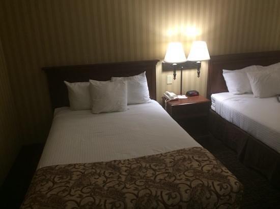 Breckinridge Inn: Clean, comfy, quiet rooms. :)