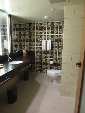 Disney's Polynesian Village Resort: Nice bathrooms