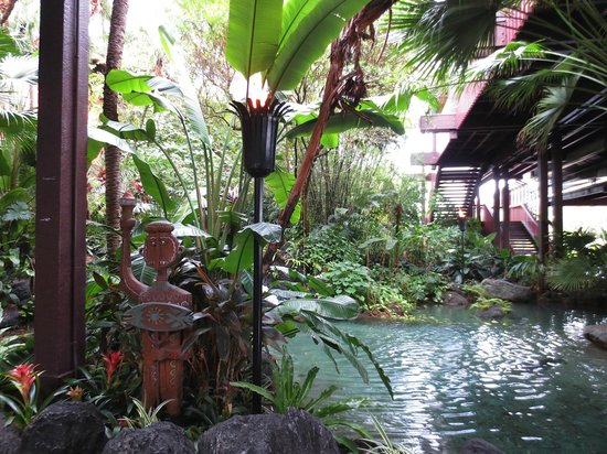 Disney's Polynesian Village Resort: Entrance to hotel