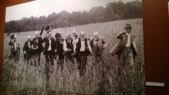 The White House and Museum of the Confederacy: Amazing photo of actual CSA vets re-enacting Pickett's charge