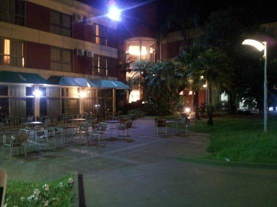 Exe Hotel Cataratas: Parque del hotel