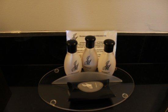 The James Madison Inn: Bathroom Items