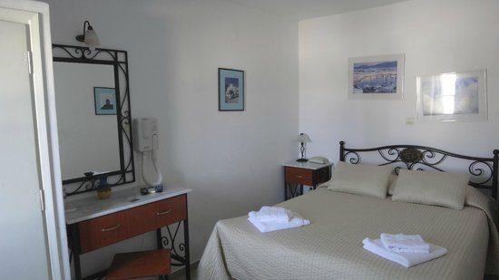 Nazos Hotel: Bedroom on first stay