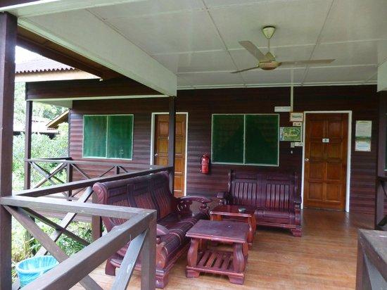 Abai Jungle Lodge : Shared veranda