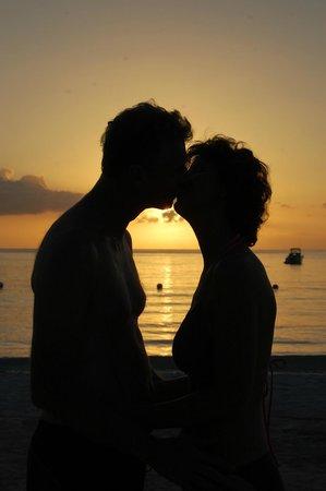 Azul Beach Resort Sensatori Jamaica by Karisma: Beautiful sunset walks