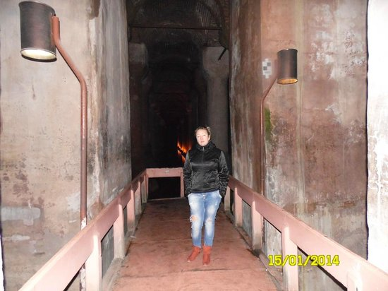 Cisterna Basilica (Versunkener Palast): Цистерна Базилика со вспышкой