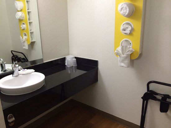 Motel 6 Petaluma: New bathrooms at M6!