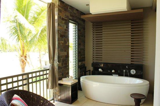 InterContinental Fiji Golf Resort & Spa : top floor outdoor balcony