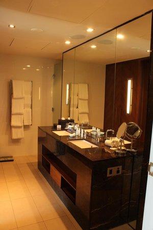 InterContinental Fiji Golf Resort & Spa : bathroom