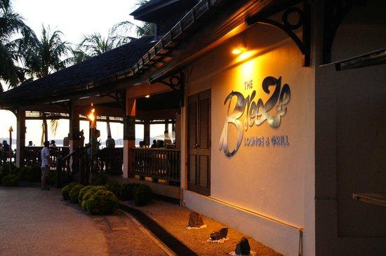 Sutera Harbour Resort (The Pacific Sutera & The Magellan Sutera): Cafe at the swimming pool