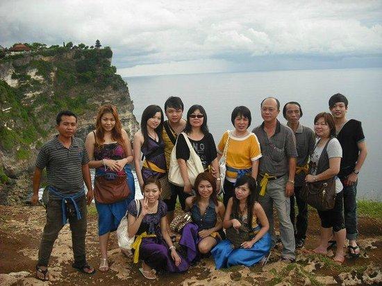 Putu Bali Driver Private Day Tour: ULUWATU TEMPLE with Friends