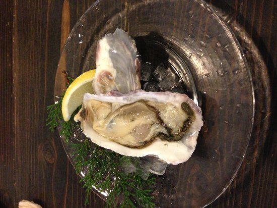 Kakiya : Single sweet oyster, ¥400.