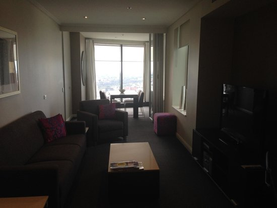 Meriton Suites World Tower: Living room and dining room