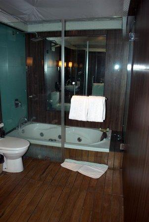 Della Adventure Resorts: Bathroom..