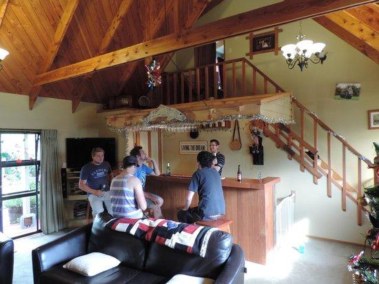 Aoraki Lodge: Guests in the lounge