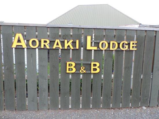 Aoraki Lodge: Front Fence