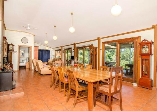 TALA Retreat : Dining and Living area