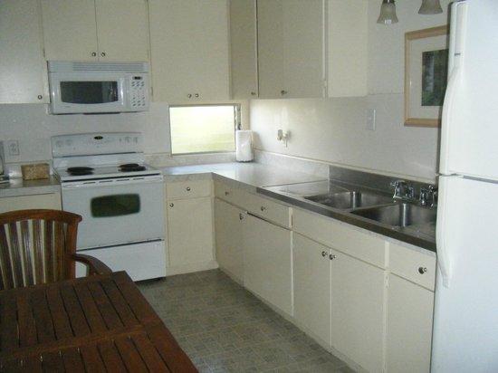 Kauai Palms Hotel: Full Size Kitchen