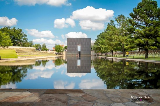 Oklahoma City National Memorial & Museum: Exit over seeing pool.