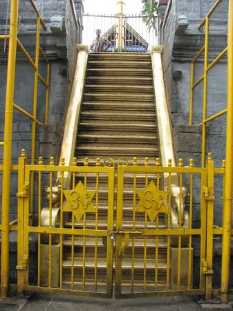 Pathanamthitta, Hindistan: Holy 18 steps to the Lord Ayyappa