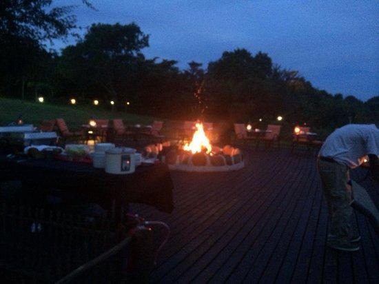 Sabie River Bush Lodge: Fireplace during dinner
