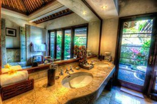 Natura Resort and Spa: That my Toilet dressing table.