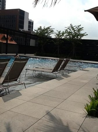 Ramada Singapore At Zhongshan Park: Loungers in the Pool