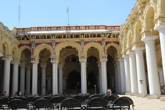 ANother view of the courtyard - Thirumalai Nayakar Mahal