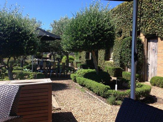 Mudbrick Vineyard & Restaurant: The beautiful gardens