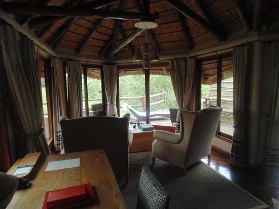 Ulusaba Safari Lodge: sitting area