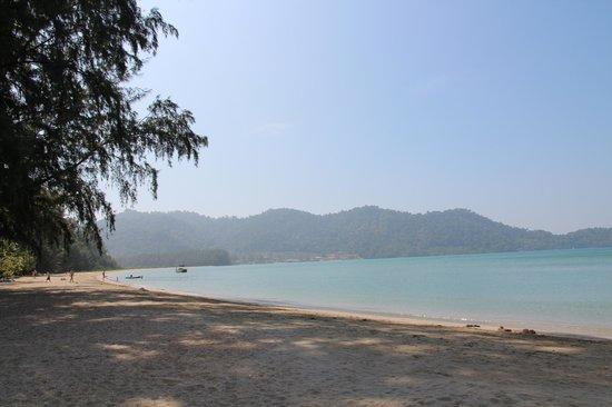 Little Sunshine Boutique Beach Resort & Spa: Wunderbar ruhiger Strand direkt vor dem Hotel
