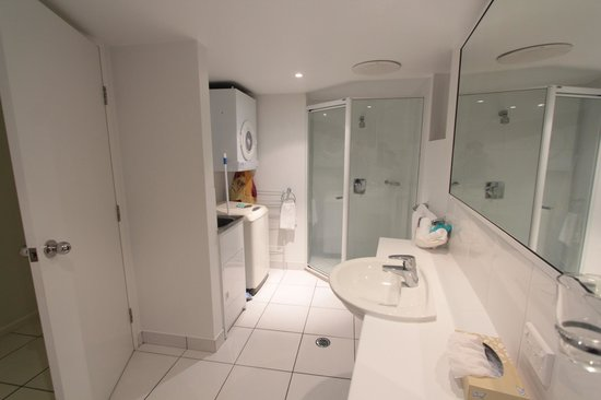 Koola Beach Apartments Bargara: bathroom