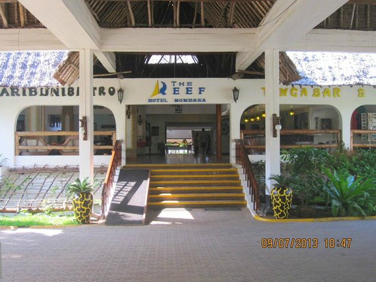 The Reef Hotel Mombasa : Way in