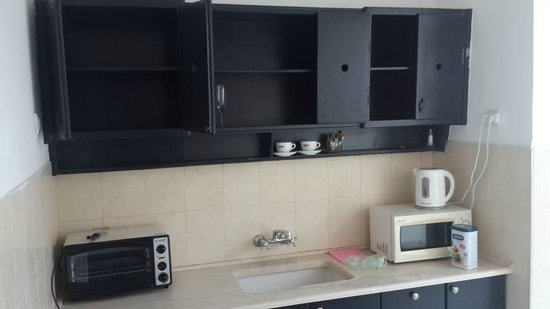 Nina Cafe Suites Hotel: fully stocked kitchen